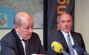 Jean-Yves Le Drian, président de la région Bretagne, ici avec Stéphane Richard, PDG d'Orange, le 29 janvier 2016 à Rennes.