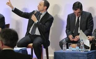 Le chef de file des députés UMP Les deux candidats à la présidence de l'UMP François Fillon et Jean-François Copé ont aussi mené campagne sur les réseaux sociaux mais après quelques escarmouches aucun des deux rivaux n'a réussi à prendre le pas sur l'autre.