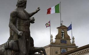 La classe politique italienne était lancée mercredi dans de grandes manoeuvres à la veille de l'élection présidentielle organisée au Parlement, une étape clé pour sortir de la crise politique dans laquelle l'Italie est empêtrée depuis 50 jours.