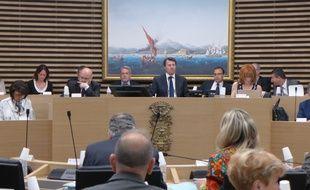 Ce lundi matin, dans la salle du conseil municipal de Nice