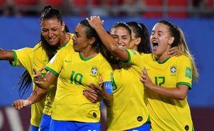 Coupe du monde féminine de football 2019 - Page 13 310x190_marta-felcitee-coequipieres-apres-but-inscrit-contre-italie