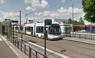 La ligne 3 de tramway à la station Plaisance.