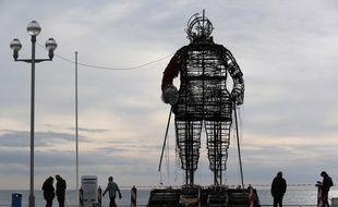 Le père Noël géant installé sur la Promenade des Anglais de Nice est parti en fumée.