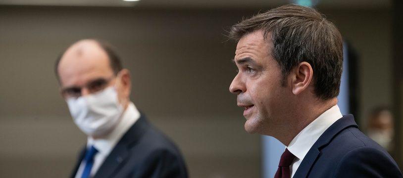 Le Premier ministre Jean Castex et le ministre de la Santé Olivier Véran, à Paris le 14 janvier 2021.