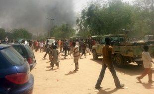 De la fumée s'élève au dessus de Maiduguri après une attaque le 14 mars 2014 des islamistes de Boko Haram contre une base militaire