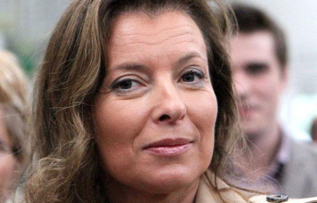 La journaliste Valérie Trierweiler, compagne de Francois Hollande, suit Francois Bayrou, le président du  Modem, lors de sa visite au salon international de l'élevage a Rennes, le 12 septembre 2011. – L. LE SAUX/SIPA