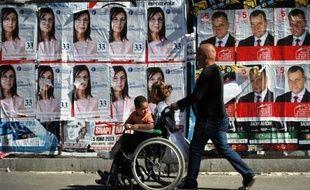 Le Parquet bulgare a annoncé samedi la saisie de quelque 350.000 bulletins soupçonnés d'être illégaux, provoquant un tollé parmi les partis politiques et attisant les tensions à la veille des élections législatives anticipées.