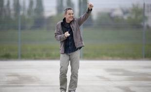 L'ex-otage en Syrie Didier Francois à son arrivée à l'aéroport de Villacoublay le 20 avril 2014