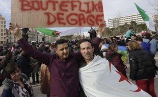 Un manifestant proteste contre la candidature de Bouteflika, le 2 mars 2019, à Marseille.