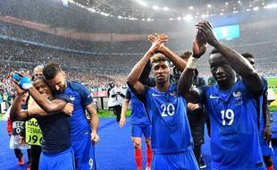 Les Bleus remercient les supporters après France-Islande le 3 juillet 2016 au Stade de France.