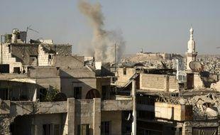 De la fumée s'élève du lieu d'une explosion à Alep, le 12 juillet 2016