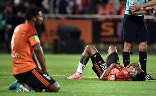Les Lorientais abattus après la descente de leur club en Ligue 2, le 28 mai 2017.