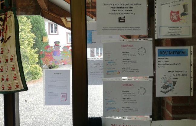 A l'entrée du réfectoire du couvent de Thal-Marmoutier, entre planning à suivre, conseils et mots en français.