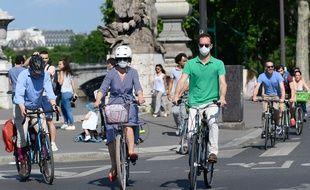 Des cyclistes parisiens, le 21 mai 2020.