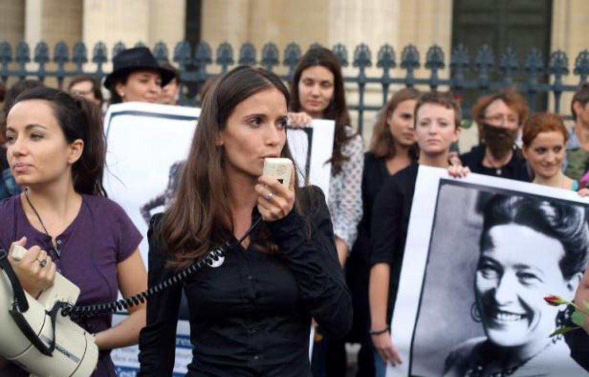 """Le collectif """"Osez le féminisme!"""" lors d'une action devant le Panthéon à Paris lz 26 août 2013 – Thomas Samson AFP"""