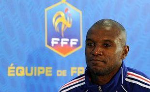 Laurent Blanc, sélectionneur de l'équipe de France, a appelé mercredi Eric Abidal, absent des listes depuis le Mondial-2010, mais s'est passé une nouvelle fois de Jérémy Toulalan, dans le groupe de 22 joueurs retenus pour Angleterre-France en amical le 17 novembre.