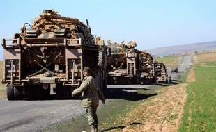 Frontière turco-syrienne, le 23 février 2015. Des soldats turcs patrouillent non loin de la ville de Suruc.