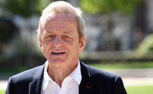 Alain Carignon (LR), ancien ministre de jacques Chirac, condamné à 29 mois de prison pour corruption, tente un retour gagnant en politique.