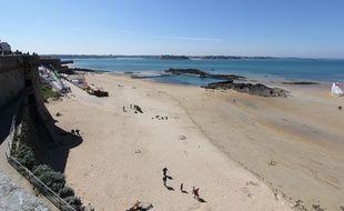Une plage de Saint-Malo, photographiée depuis les remparts.