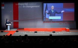 Le Premier ministre, Jean-Marc Ayrault, a appelé jeudi à Dijon députés et sénateurs socialistes, à l'issue de leurs journées parlementaires, à resserrer les rangs, notamment sur le traité européen, et a réaffirmé sa volonté de mener les réformes au rythme prévu.