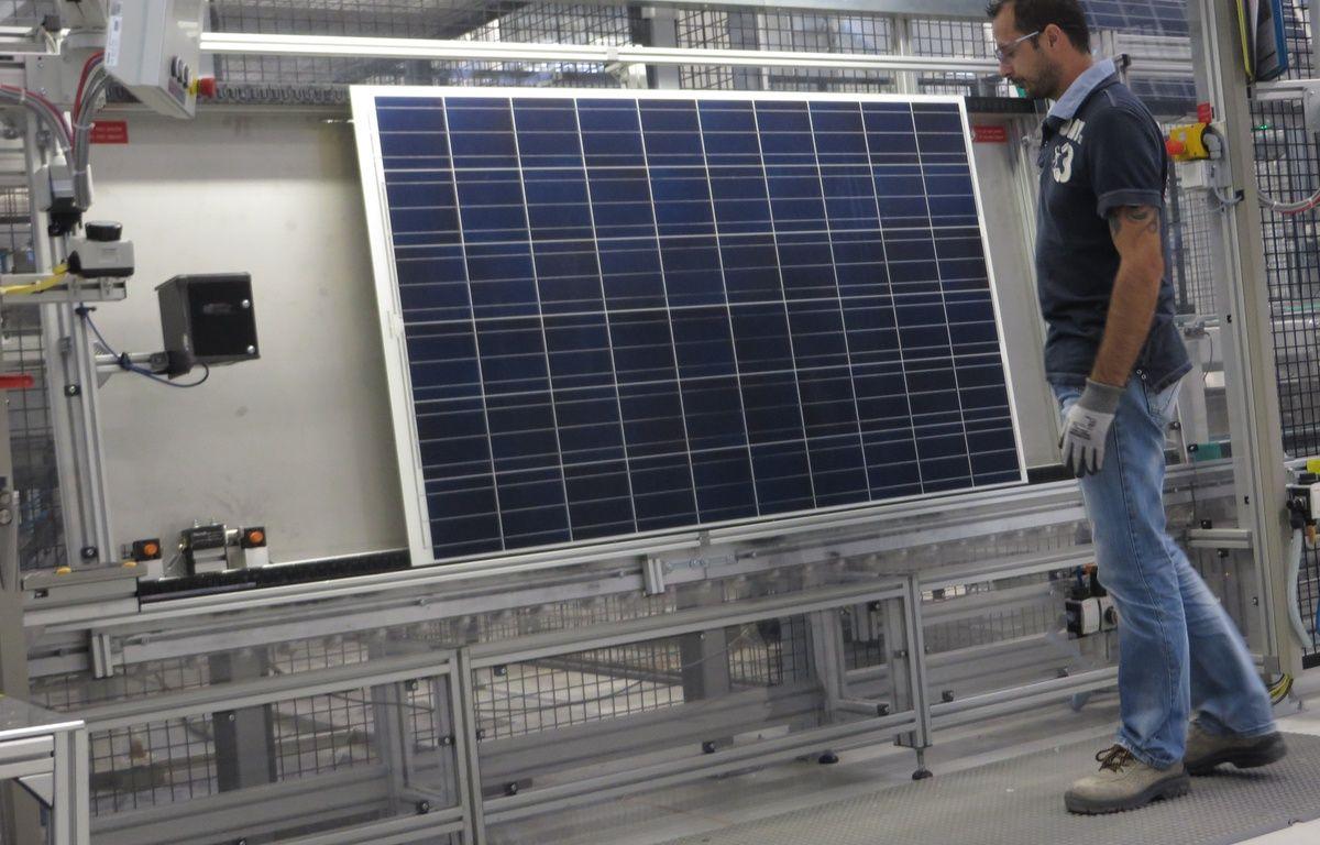 Illustration d'une usine de l'entreprise Sillia VL qui fabrique des panneaux photovoltaïques. – no credit