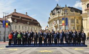 Les chefs d'Etats des 27 pays de l'Union européenne réunis pour un sommet à Sibiu en Roumanie, le 9 mai 2019.