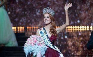 Miss Nord-Pas-de-Calais Maëva Coucke  a été élue Miss France 2018, samedi 16 décembre à Chateauroux.