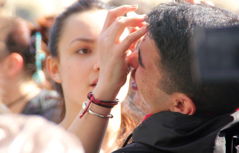 Après les gaz lacrymogènes, les manifestants utilisaient eu sérum physiologique. - C. Allain / APEI / 20 Minutes