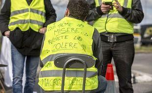 """Des """"gilets jaunes"""" devant le dépôt d'essence de Lespinasse, près de Toulouse, le 19 novembre. Archives."""
