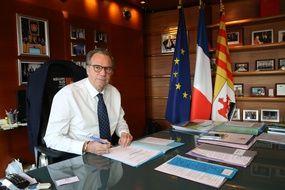 Renaud Muselier dans son bureau de président de la région Paca
