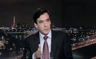 """François Fillon a annoncé mardi soir avoir demandé au ministre du Travail Xavier Bertrand de recevoir, après la CGT, """"toutes les autres organisations"""" pendant la nuit et mercredi matin """"pour recueillir leurs propositions"""" sur la réforme des régimes spéciaux."""