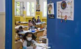 Les élèves du primaire pourrait finir l'année scolaire libérés du masque. (Illustration)
