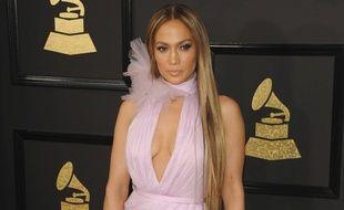 Jennifer Lopez sur le tapis rouge des Grammy Awards