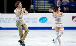 """Nathalie Péchalat et Fabian Bourzat, associés depuis 10 ans, ont conservé leur titre de champion d'Europe, ce qui n'était jamais arrivé dans l'histoire de la danse sur glace française, après avoir donné une """"bouffée d'air frais"""" avec leur programme libre."""