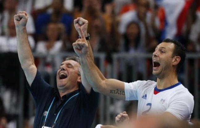 Claude Onesta et Jérôme Fernandez célébrent le titre olympique de l'équipe de France de handball, le 12 août 2012 à Londres.