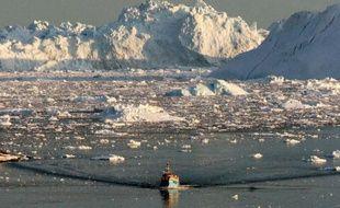 La glace fondante d'un fjord sur la côte ouest du Groenland le 28 août 2008
