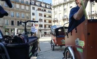 Velhop a acquis neuf vélos cargos à assistance électrique en misant sur deux modèles différents.