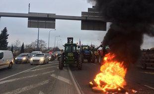 Des agriculteurs manifestent sur le périphérique de Toulouse, le 31 janvier 2018.