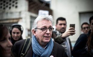 Le secrétaire national du PCF Pierre Laurent lors d'un déplacement unitaire (de la gauche) en soutien aux cheminots grévistes à Woincourt (Somme) le 5 avril 2018.