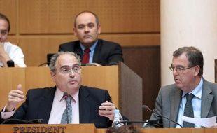 """Une plainte pour """"discrimination et racisme"""" a été déposée contre le président du conseil exécutif territorial, Paul Giacobbi (PRG), qui s'est prononcé en faveur de restrictions à """"l'accès à la propriété foncière en Corse pour les non résidents""""."""