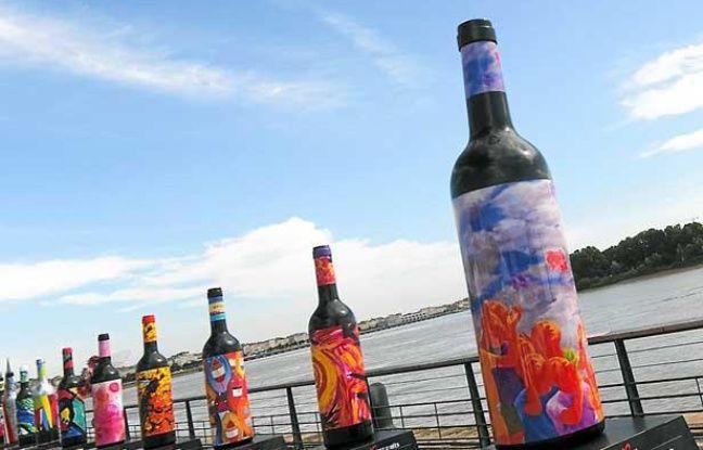 La manifestation Bordeaux fête le vin propose une exposition de bouteilles géantes