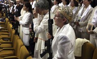 Les fidèles de l'Eglise du sanctuaire, en Pennsylvanie, sont venus avec leurs armes écouter le révérend Sean Moon, mercredi 28 février 2018