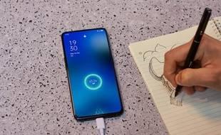 Une nouvelle technologie de recharge permet de charger son smartphone en 25 minutes
