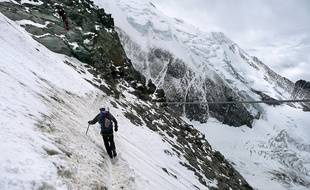 Sous l'aiguille du Goûter, un goulet exposé à des chutes de pierres marque le début des difficultés. Il reste 1600 mètres de dénivelé jusqu'au sommet.