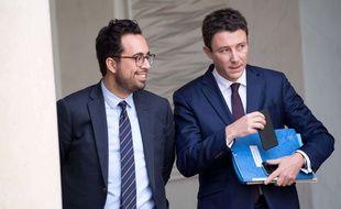 Mounir Mahjoubi et Benjamin Griveaux à la sortie du Conseil des ministres, à l'Elysée, le 25 octobre 2017.