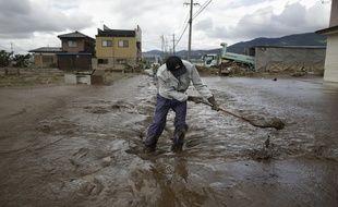 Les sauveteurs et les habitants sont toujours à la recherche de personnes piégées par les inondations monstres provoquées par le passage au Japon du typhon Hagibis, qui a déjà tué près de 70 personnes.