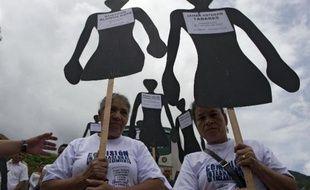 Près de 40.000 personnes ont été enlevées au cours des quatre dernières décennies en Colombie, une triste tradition toujours bien ancrée dans ce pays, en proie à un conflit armé, selon une étude dévoilée jeudi par le Centre de la mémoire historique.