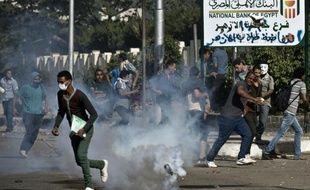 Des milliers d'étudiants manifestaient dimanche au Caire pour réclamer le retour du président islamiste Mohamed Morsi destitué par l'armée et la police a tiré des grenades lacrymogènes sur un défilé à l'université d'Al-Azhar