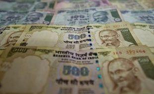 La Banque centrale indienne a réduit mardi ses taux d'intérêt pour la première fois depuis trois ans afin de stimuler la troisième puissance économique d'Asie, après des années d'efforts pour lutter contre l'inflation, même si celle-ci demeure à des niveaux élevés.