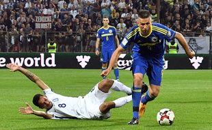 Le buteur bosnien Vedad Ibišević face à la Grèce, en éliminatoires de la Coupe du monde 2018, le 9 juin 2017.